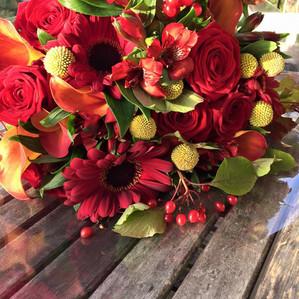 Bouquet frais de fleurs coupées05522771470_105707771075074