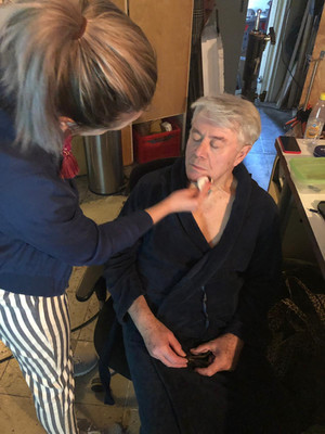 Make-up voor Barry Stevens