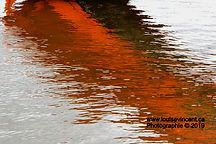 Réflection rouges dans l'eau