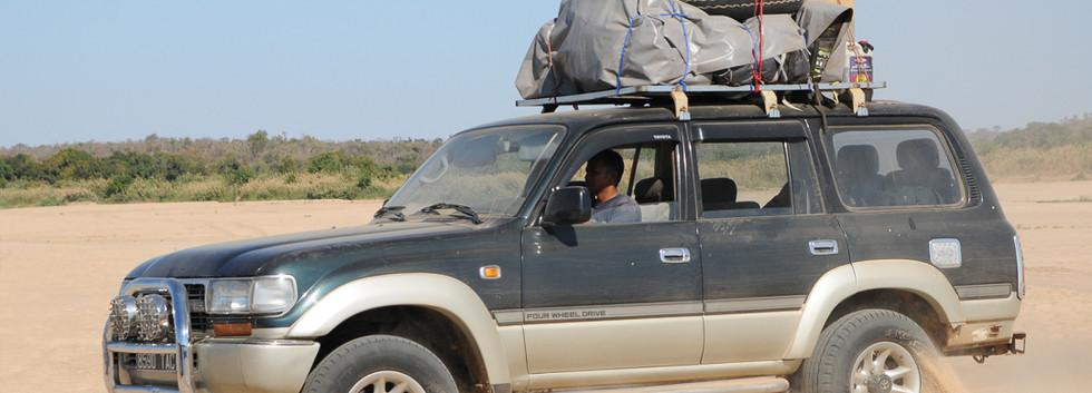 Madagascar_485_-_piste_vers_Beroroha_ent