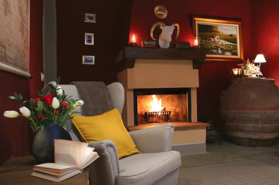 LA ROSA DEI VESPUCCI Fireplace.jpg
