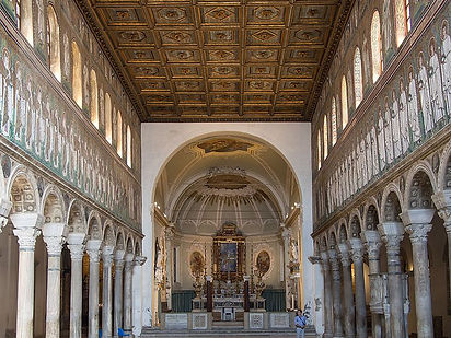 Ravenna_Basilica_of_SantApollinare_insid