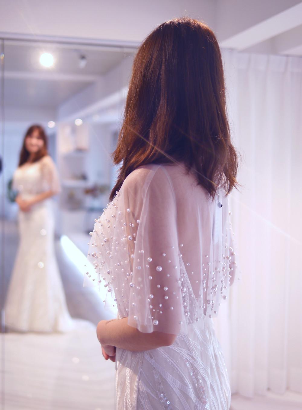 #水波紋蕾絲 #時尚輕白紗 #珍珠罩衫 #細肩帶款