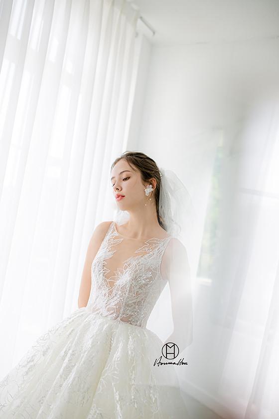 #超亮蕾絲大蓬裙 #大氣白紗 #深V