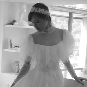#英式復古設計 #小立領 #馬蹄袖 #蕾絲蓬裙