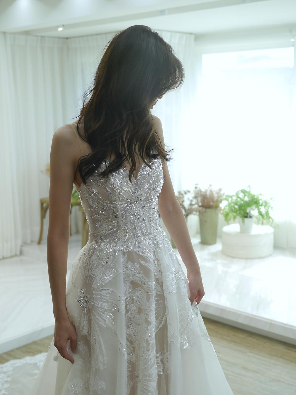 #大花蕾絲 #銀光閃耀珠飾 #時尚清透白紗