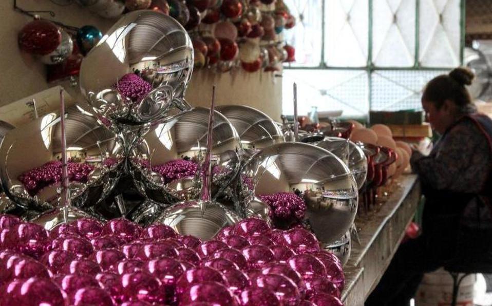 artesanos-chignahuapan-elaboran-esferas-