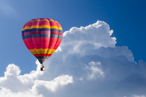 globo-aire-caliente-color-cielo-azul-nub