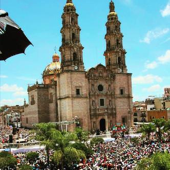 Plaza_Llena_San_Juan.jpg