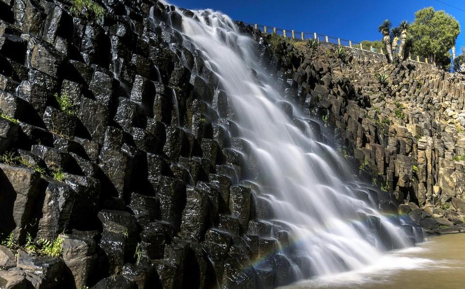 prismas-basalticos-formaciones-rocosas-c