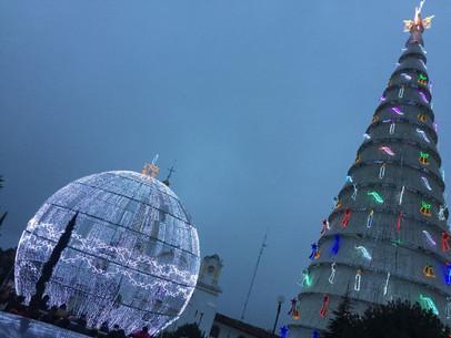 Esfera-y-arbol-Chignahuapan.jpeg