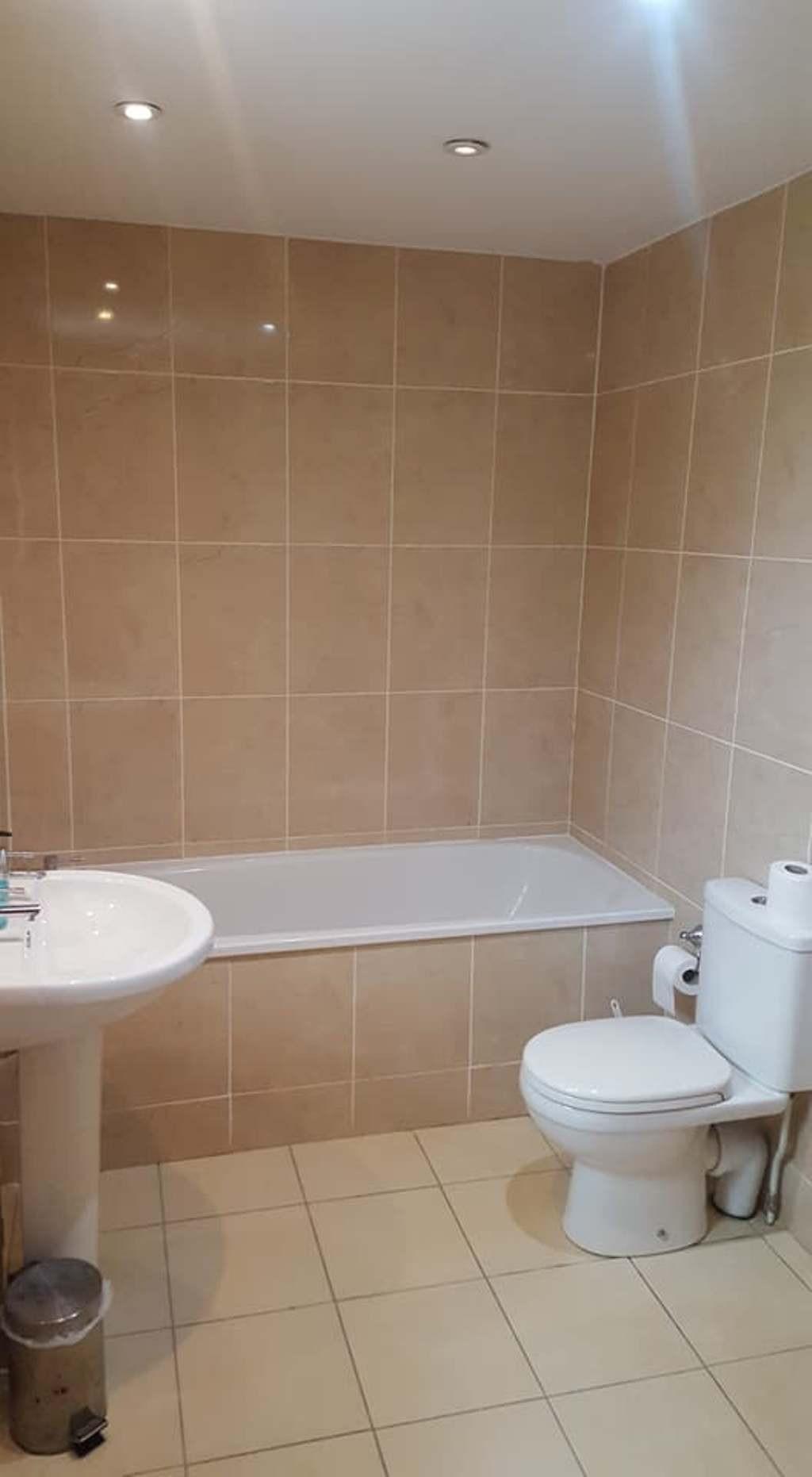 room bathroom 2.jpg