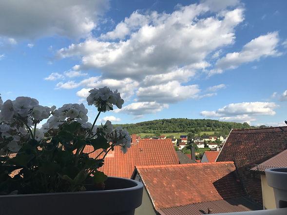 Aussicht auf die Dächer Gederns von unserer Ferienwohnung