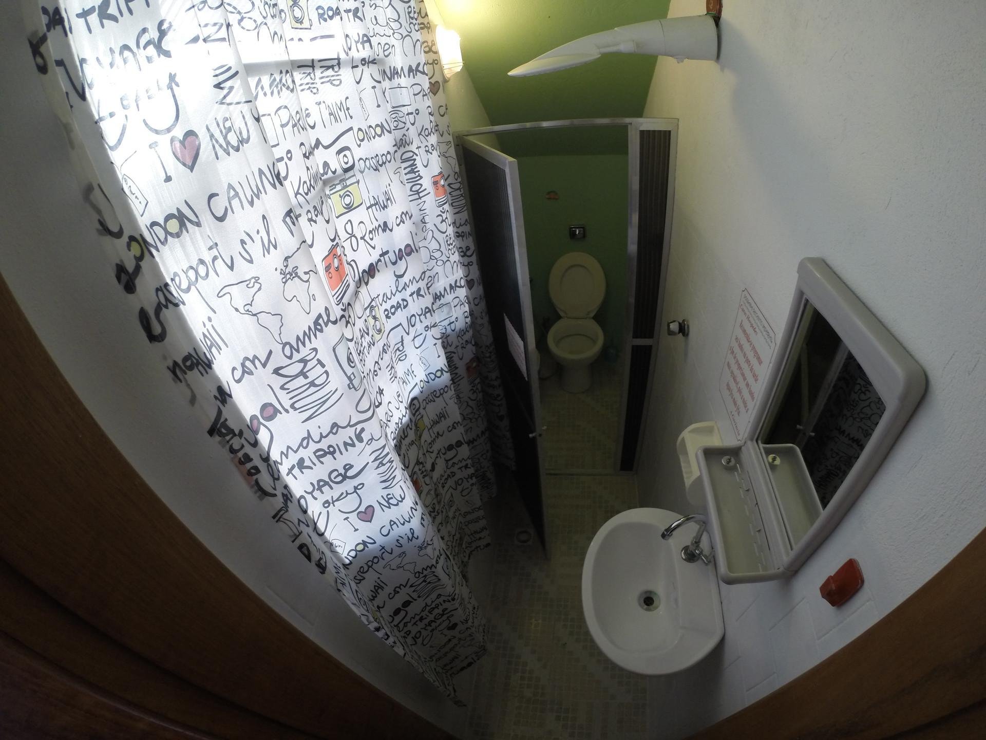 Banheiro do quarto pequeno