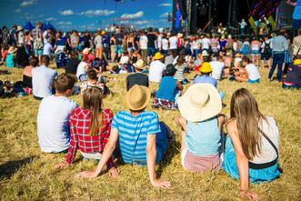 graphicstock-group-of-beautiful-teens-at-concert-at-summer-festival_rAxast6TZ-.jpg