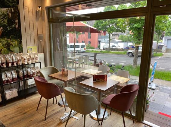 cafe-liege-aachen-beverau-innen-schaufenster