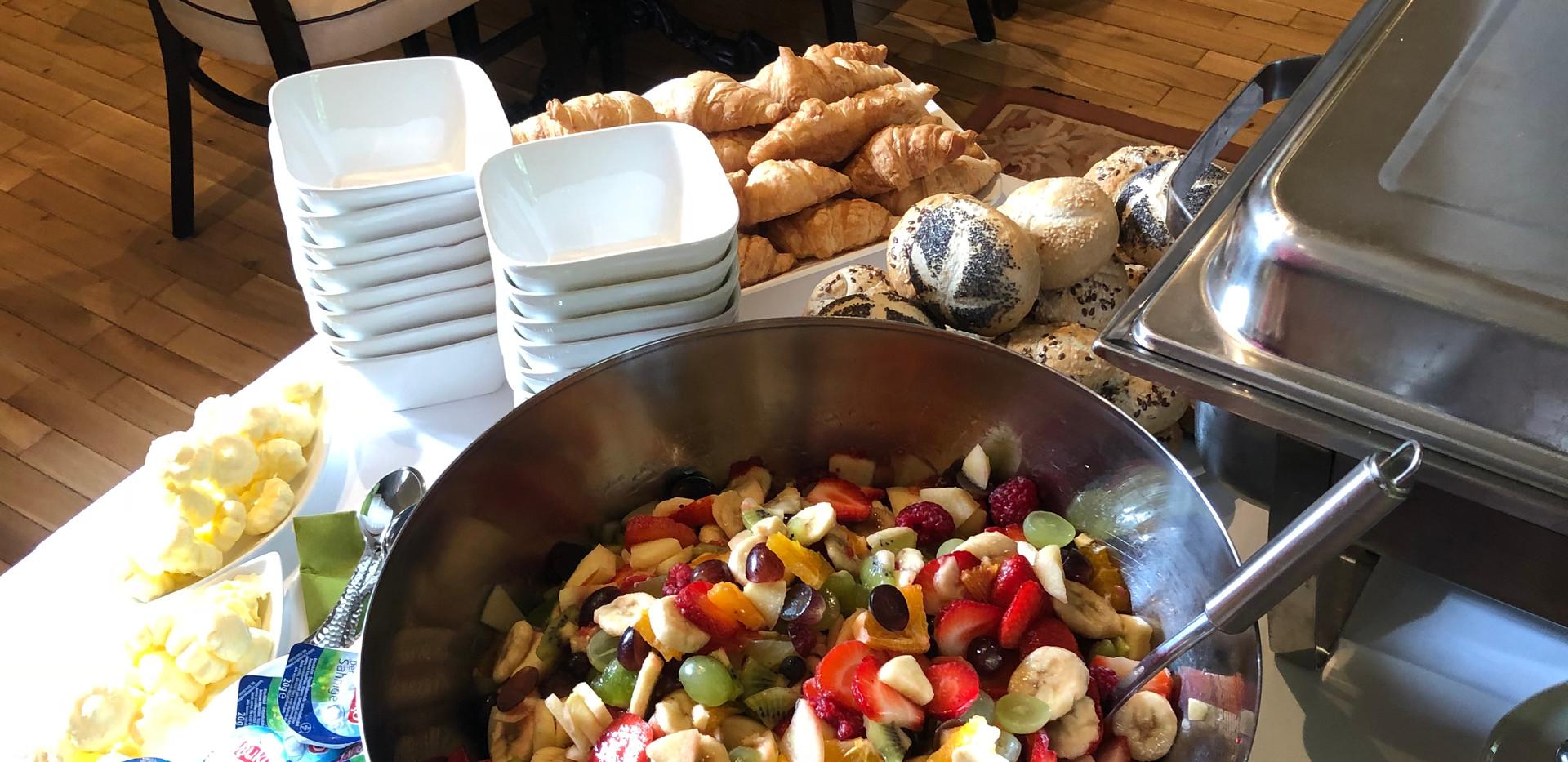 cafe-liege-aachen-catering-fruestueck-obstsalat-buffet.jpg