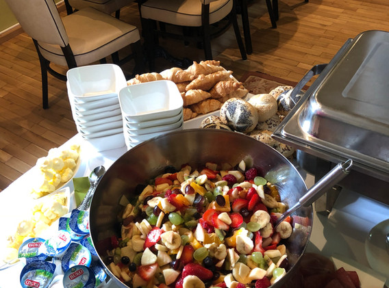 cafe-liege-missio-haus-fruehstueck-buffet-salat-gebaeck