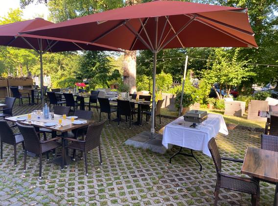cafe-liege-missio-haus-terasse-frühstück-brunch-buffet-sommer-draussen
