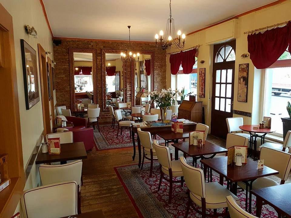 cafe-liege-aachen-brand-innen-gemuetlich-antik-klassisch.jpg