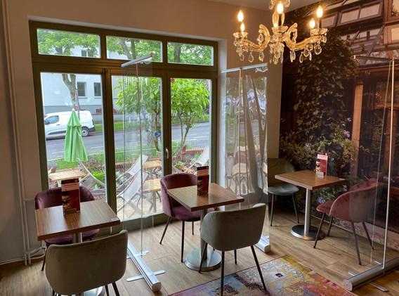 cafe-liege-aachen-beverau-gemuetliches-ambiente-innen-corona
