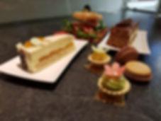 cafe-liege-aachen-am-dom-fischmarkt-kuchen-petit-four-macarons-burger-tomate-mozzarella-rucola.jpg