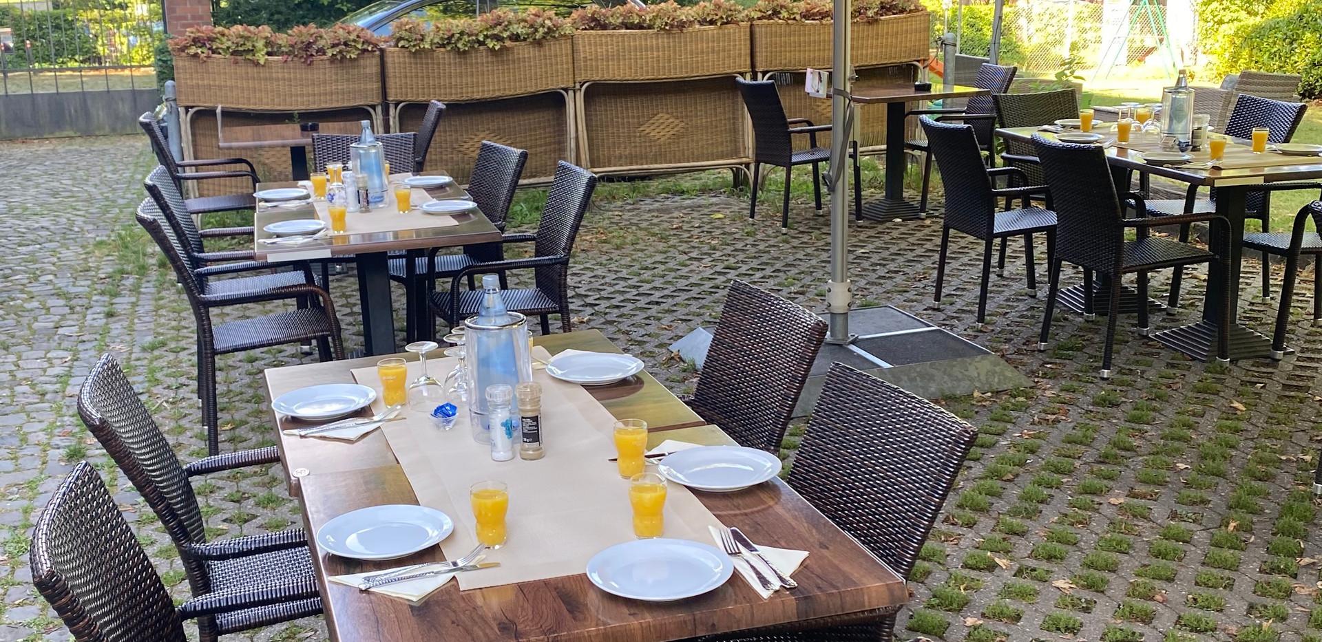 cafe-liege-missio-haus-terasse-frühstück-brunch-angebot.jpg