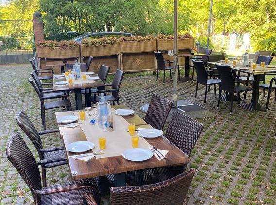 cafe-liege-missio-haus-terasse-frühstück-brunch-angebot-