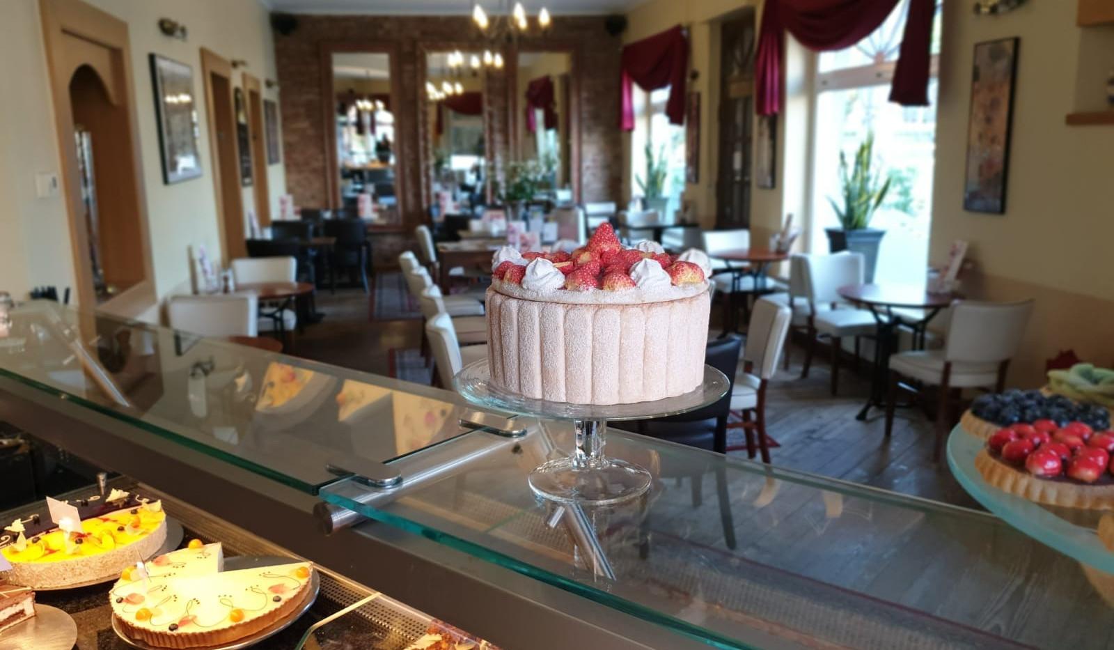 cafe-liege-aachen-brand-torten-auswahl-verkauf.jpg
