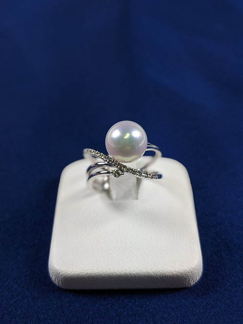 Pt 900 Japanese cultured Pearl Ring with diamonds