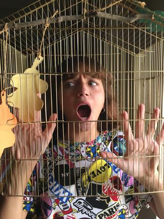 Βγάλε το παιδί από το κλουβί