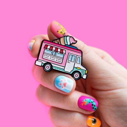 Значок «Фургончик с мороженым»