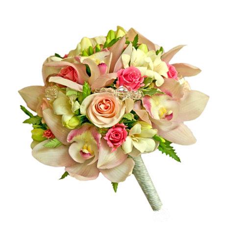 Букет невесты из роз, фрезий, орхидей