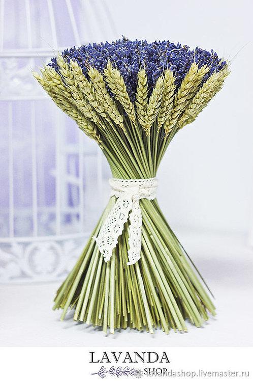 Букет лаванды в манжетке из пшеницы
