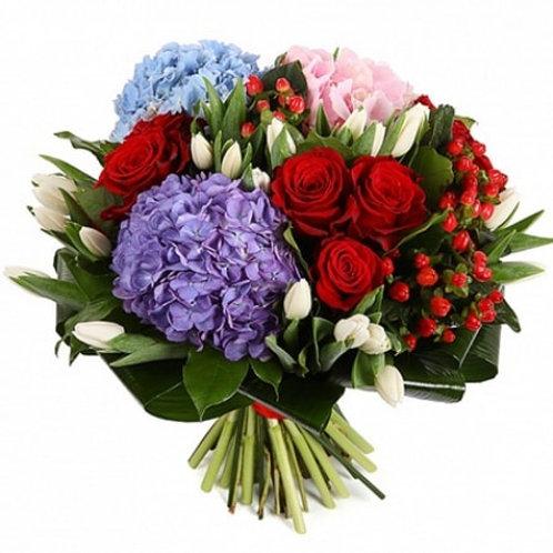 Букет из роз, тюльпанов, гортензии, гиперикума (43 шт.)