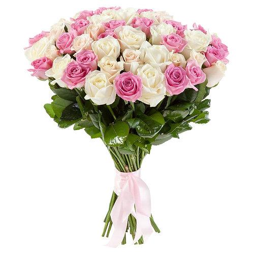 Букет из розовых и белых роз»