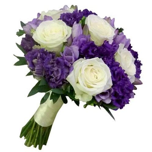 Букет невесты из роз, лизиантуса и фрезий