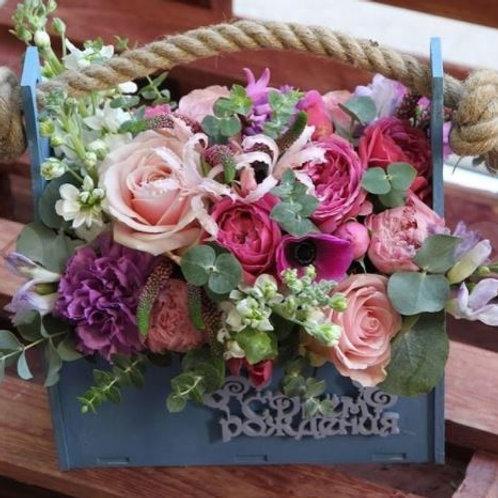 Композиция из роз, фрезии, вероники, анемона, гиацинта
