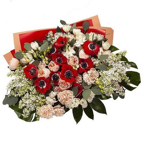 Букет из анемонов, сирени, роз, тюльпанов, фрезии, гвоздики (73 шт.)