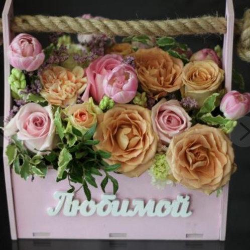 Композиция из роз, эустомы, гиацинта, лимониума, тюльпанов