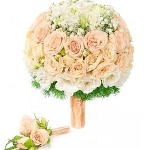 Свадебный букет из роз, лизиантуса и аспарагуса