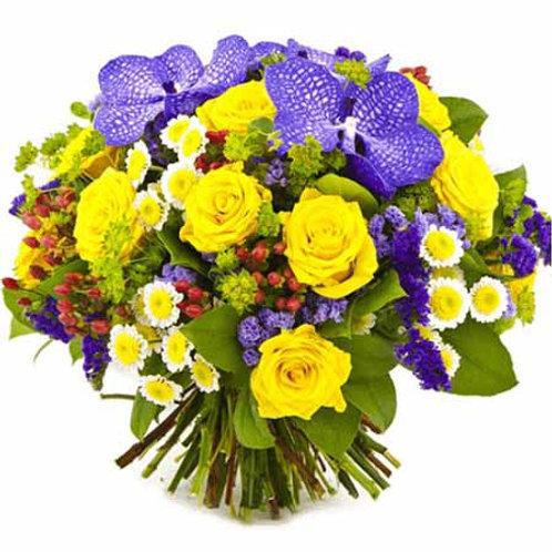 Букет из роз, ванды, хризантемы, лимониума (47 шт.)