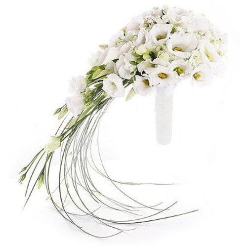 Букет невесты из фрезий и эустомы
