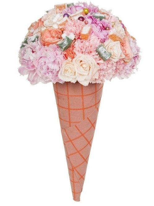 Букет-мороженое из пионов, гвоздик, розы и лукума (39 шт.)