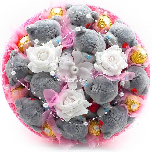 """Букет -11 мишек, 4 заколки, конфеты """"Ferrero Rocher"""""""