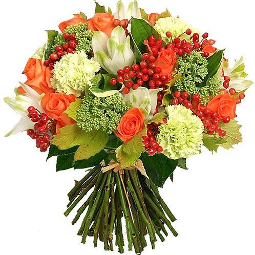 Букет из роз, гиперикума, лилий, гвоздик (37 шт.)