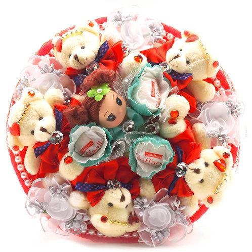 Букет - 5 мишек, 1 кукла, 5 заколок, конфеты