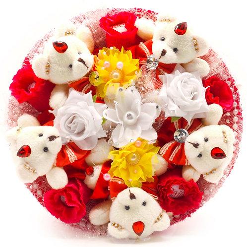 """Букет - 5 мишек, 5 заколок, конфеты """"Рафаэлло"""""""