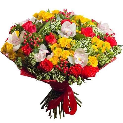 Букет из роз, кустовых роз, орхидей, гиперикум (37 шт.)а