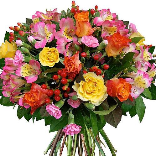 Букет из роз, альстромерий, гиперикума (39 шт.)
